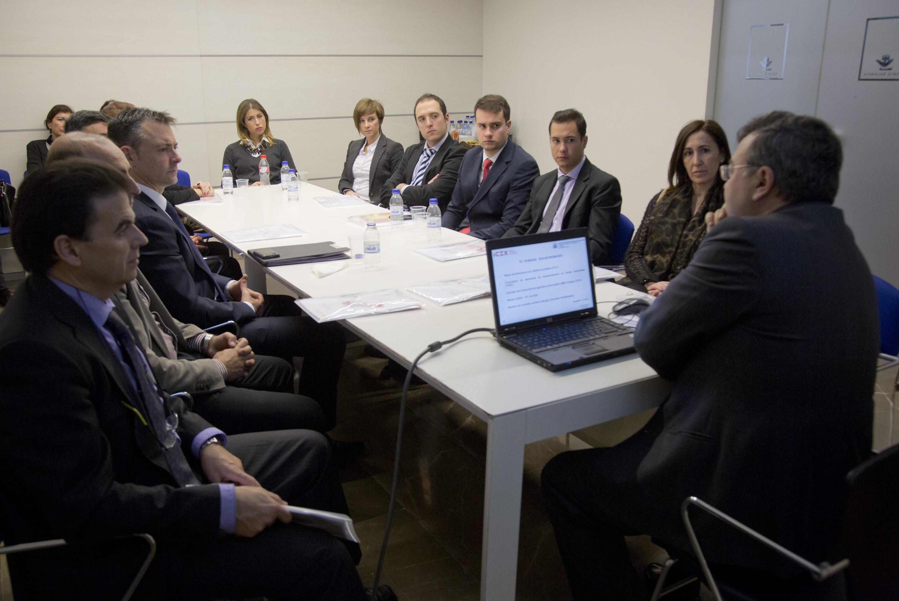 Masiva afluencia de compradores internacionales a feria for Oficina consumidor valencia